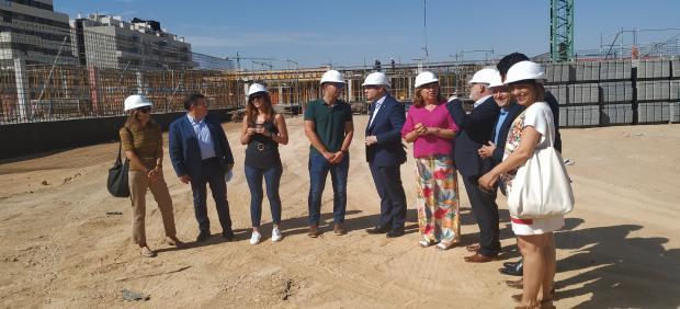 La consejera de Educación visita las obras del CEIP 36 de Albacete.