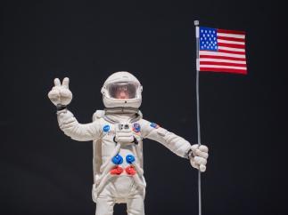 El hombre llega a la Luna, uno de los momentos protagonistas de la exposición 'Plastihistoria de la Humanidad'.
