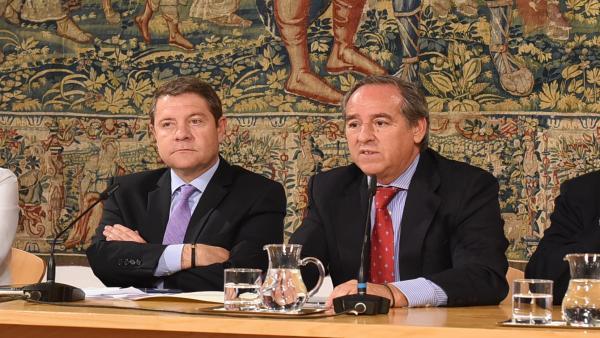 El presidente de C-LM, Emiliano García-Page, y el presidente de Cecam, Ángel Nicolás.