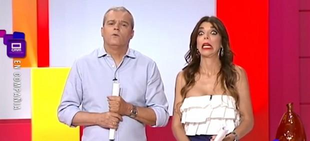 Ramón García y Gloria Santoro durante una llamada de su programa 'En compañía' en Castilla La Mancha Televisión