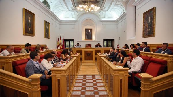 Pleno en el Ayuntamiento de Toledo.