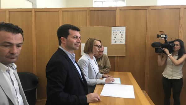 El secretario general del PSdeG, Gonzalo Caballero, se acredita como nuevo diputado en el registro del Parlamento de Galicia