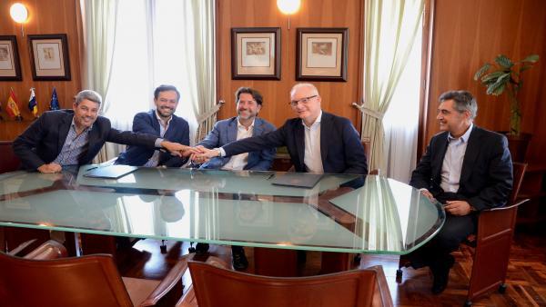 Autoridades insulares y Grupo Piñero firman el contrato de rehabilitación del Hotel Taoro