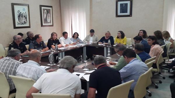 La alcaldesa de Almonte, Rocío del Mar Castellanos, preside la reunión del comité asesor del Plan Venida de la Virgen a Almonte.