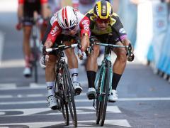 El 'cohete' Caleb Ewan arrebata la victoria a Groenewegen