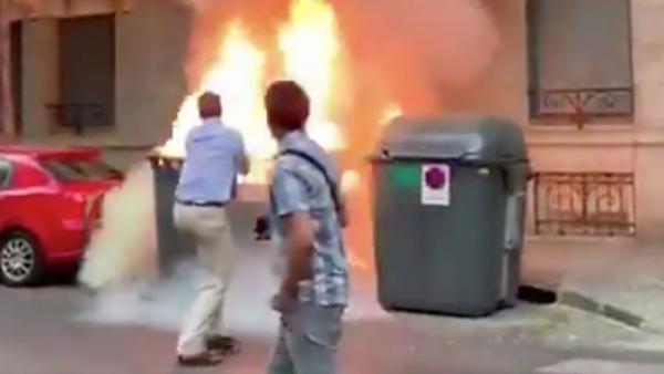 Incendio intencionado junto a la sede de VOX en Madrid