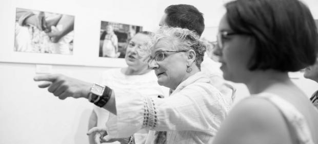 La Exposición Fotográfica Sobre Las `Chicas Rosas´ Del Hospital De Valme Salta A La Provincia De Cádiz
