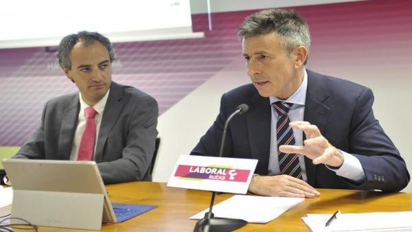 Ibon Urgoiti y Joseba Madariaga, de Laboral Kutxa, presentan el informe de coyuntura economía vasca
