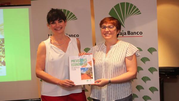 Foto mía. Macarena García (izda) y Felisa Becerra.