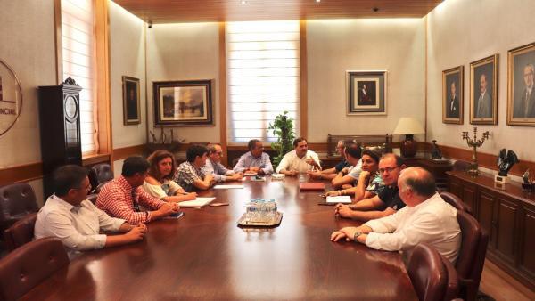 El presidente regional del PP, Paco Núñez, se reúne con el Grupo Popular en la Diputación de Albacete.