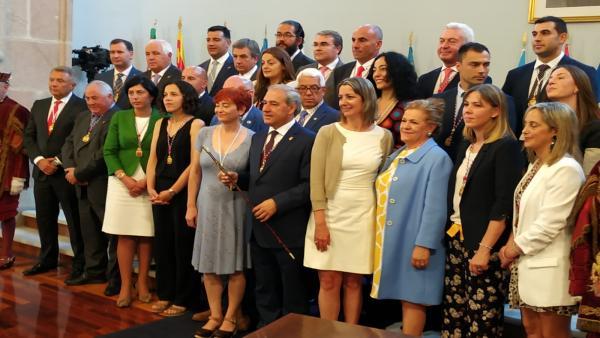 El socialista José Tomé, elegido nuevo presidente de la Diputación de Lugo, posa junto a los diputados provinciales