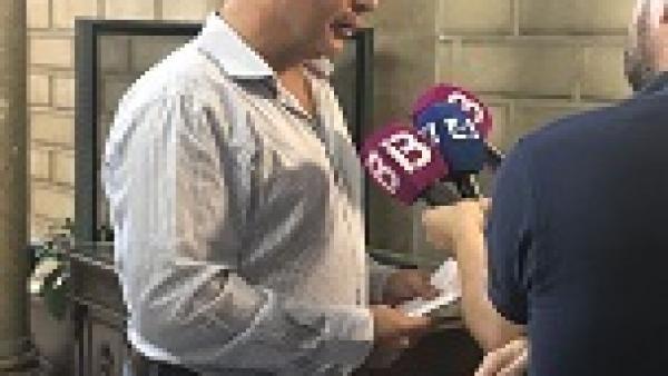 Toni Fuster atiende a los medios tras la reunión con el alcalde de Palma, José Hila