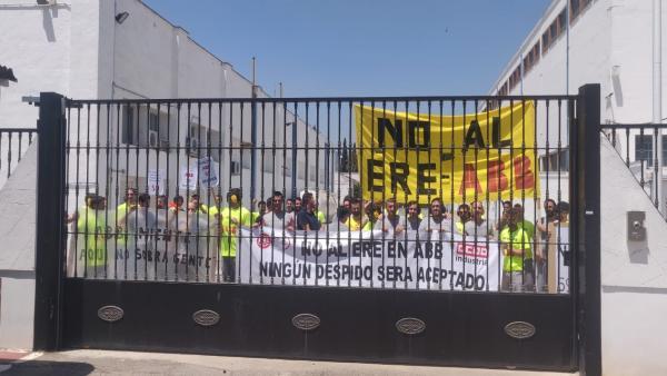Trabajadores de ABB encerrados en la fábrica de Córdoba.