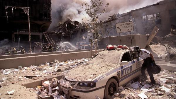 Bomberos y policías de Nueva York, tras el atentado del 11 de septiembre de 2001 contra las Torres Gemelas.