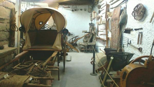 Algunas de las piezas expuestas en el Museo Oficios Antiguos De Monegros.