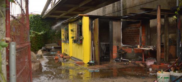 Un incendio calcina una chabola ubicada debajo del Puente Novísimo de Ourense