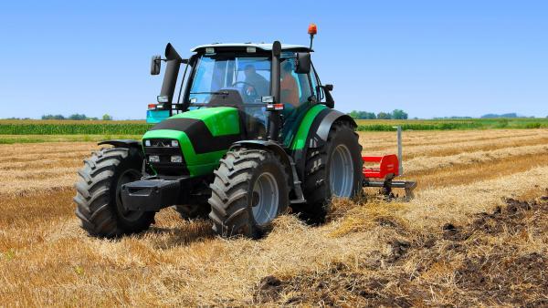 Mor un home en quedar atrapat davall del seu tractor a Oriola