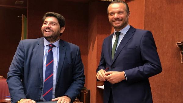 Segado con López Miras, durante el debate de investidura