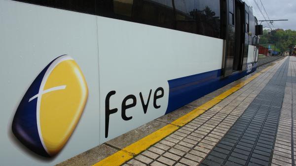 Tren de la antigua Feve, ahora Renfe.