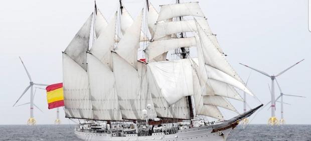 Buque Juan Sebastián de Elcano navegando con las velas desplegadas