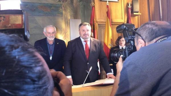 Eduardo Morán jura su cargo como presidente de la Diputación.