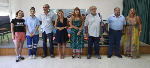Lucía Trujillo junto con el resto de representantes tras la visita a la exposición