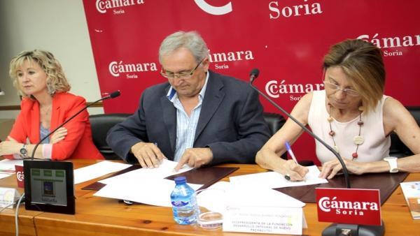 Nuria Sánchez (i), Amador Frías y María Teresa Bomboi.