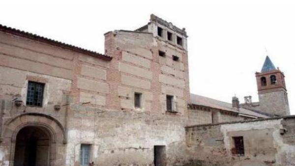 Fachada principal del Convento de las Freylas junto a la Basílica de Santa Eulalia en Mérida