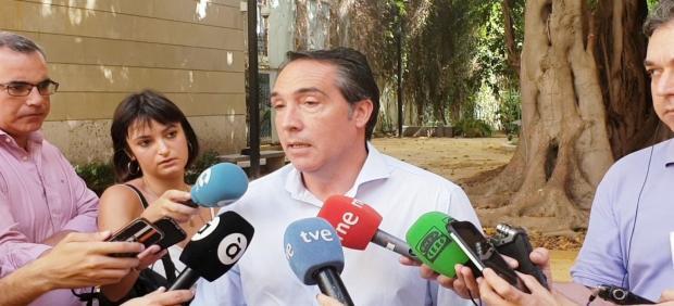 El diputado del PP Rubén Ibáñez atiende a los medios