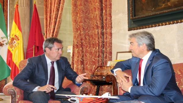 Nota De Prensa Y Foto Reunión Alcalde Y Delegado Gobierno