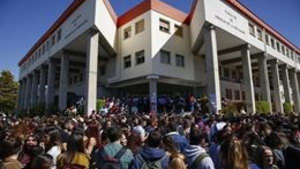 Concentración de alumnos en la Facultad de Ciencias de la Educación de la UGR