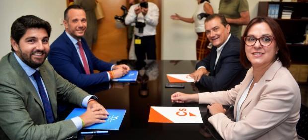 PP y Cs aceptan documento de Vox y desbloquean investidura de López Miras