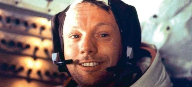 Neil Armstrong, a bordo del Eagle tras completar el primer paseo lunar junto a Buzz Aldrin