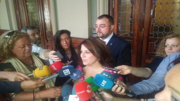 Adriana Lastra junto a Adrián Barbón.