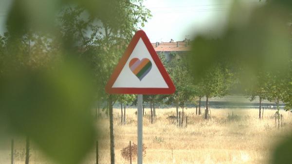 Señales de tráfico LGTBI en Casar de Cáceres