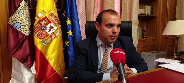El presidente de las Cortes, Pablo Bellido, en entrevista con Europa Press (4)
