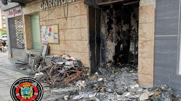 Incendio en una carnicería de Solares