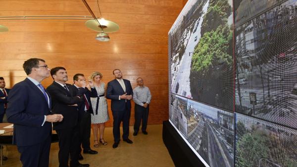 El alcalde de Murcia presencia el sistema de telegestión