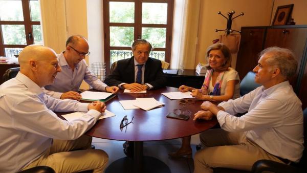 La delegada territorial de Salud y Familias de Córdoba, María Jesús Botella, con el presidente de la Gerencia de Urbanismo de Córdoba, Salvador Fuentes