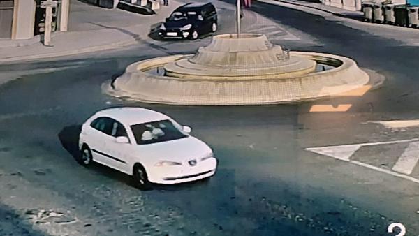 Buscan al conductor de un SEAT Ibiza blanco en Lora del Río