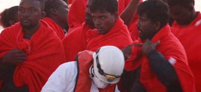 Inmigrantes rescatados en el Estrecho