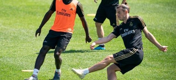 Bale se entrena con normalidad, ajeno a la 'guerra' por su futuro
