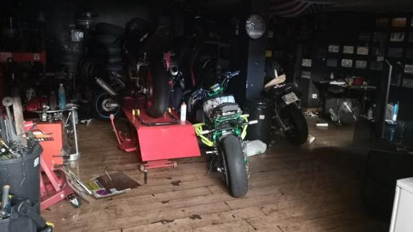 Garaje afectado por un incendio en Jerez de la Frontera