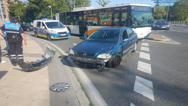 La Policía Municipal de Pamplona atiende un accidente de tráfico
