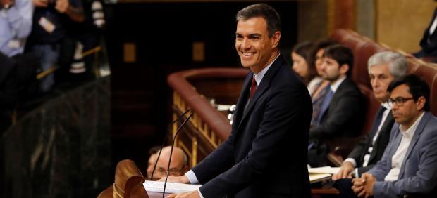 Debate de investidura: Sánchez promete subir el salario mínimo y aprobar un Estatuto del Becario