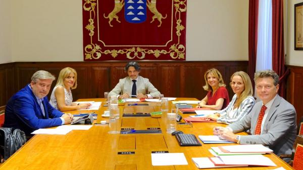 Mesa del Parlamento en la X Legislatura