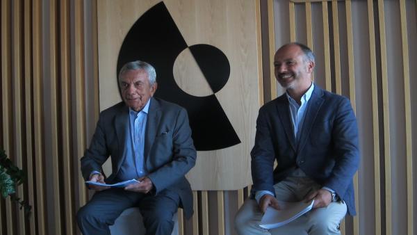 El presidente de Conxemar, Jose Luis Freire, y el delegado del Estado en el Consorcio de la Zona Franca de Vigo, David Regades, este lunes en una rueda de prensa