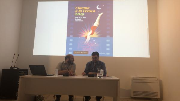 El teniente de alcalde, Antoni Noguera, y el director general de Música y Artes Escénicas, Miquel Àngel Contreras, presentan el calendario de Cinema a la fresca 2019 de Palma.