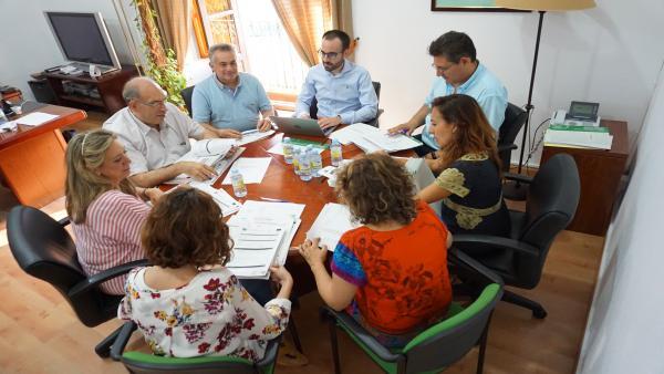 Herrador (centro), en la reunión de la comisión