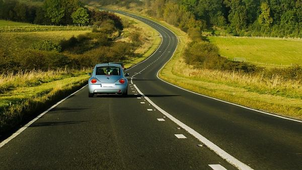 Una app gratuita para recorrer Europa en coche: esto son los límites de velocidad